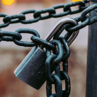chains padlock